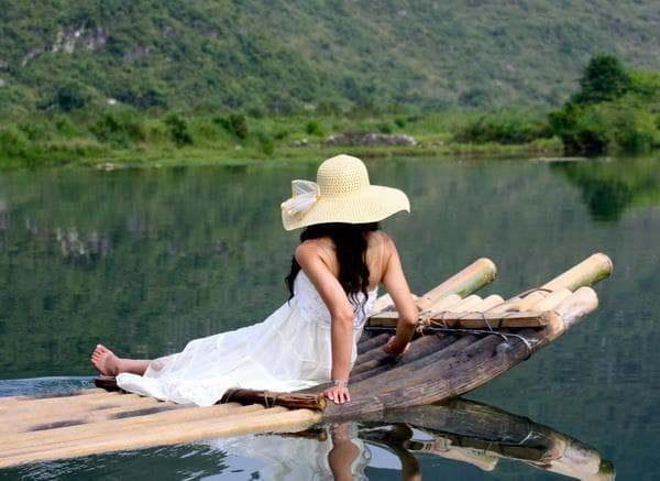 Bamboo rafting yulong river to Yangshuo Village Inn