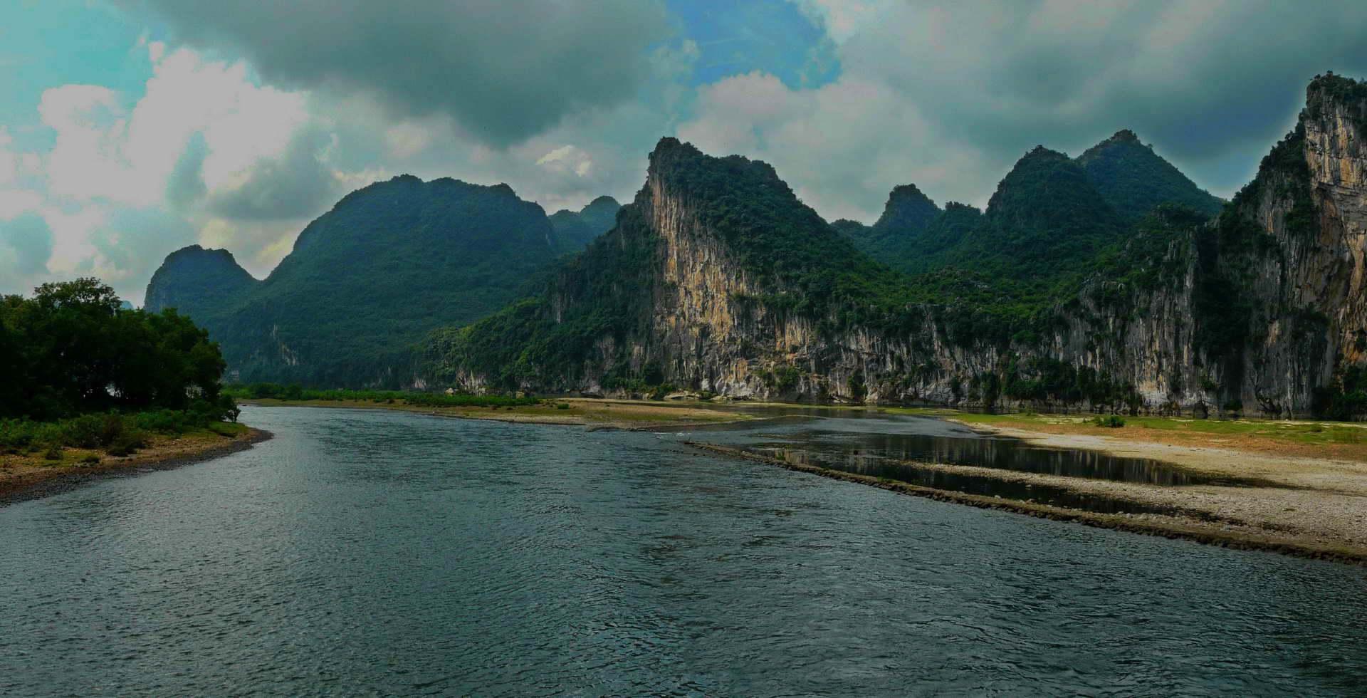 Yangshuo mountain retreat guilin Yangshuo China Yulong River bamboo rafting